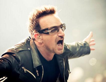 Den irske sanger, Bono (Paul David Hewson fra U2) samarbejder med en bibel-udgiver om at bekæmpe AIDS.