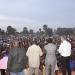 Møderne begyndte allerede kl. 15 om eftermiddagen og fortsatte til efter mørkets frembrud. Hver dag kom ca. 1000 tilhørere på sportspladsen i Mondou, Tchad.