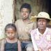 Gamle Therese må sørge for sit barnebanr, den fem-årige Jasmine