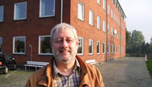 Bent Christiansen inviterer til forbøn for Danmark på højskolen, hvor han selv var forstander i en lang årrække.