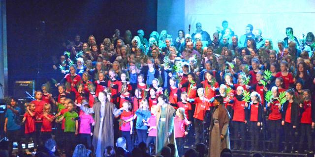 Det store GospelFamilykor sang 'Opstanden' for 2500 i Sønderjyllandshallen 2. påskedag. Fotos: Thomas Nygaard.