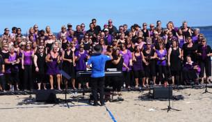 Ligesom sidste år bliver der gospelfestival efter gudstjenesten i Aabenraa. Her ses GospelOaks ved Aabenraa Fjord i 2014.