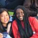 Biak fra Burma (tv.) og Gisele fra Congo sammen med nye danske venner på Efterskolen Solgården.