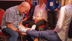 Hans Berntsen har i 30 år bedt for syge, bl.a. i et DR2-program sammen med Lasse Spang Olsen.