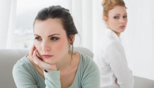 Tal til din veninde, som du har været så meget igennem sammen med, og som du har holdt af i mange år, og lad så hendes respons være vejledende for din beslutning om, om du skal fortsætte med at kæmpe for venskabet, eller om det må slutte.