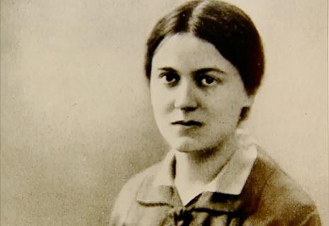 Med nazismens fremmarch kunne Edith Stein ikke længere - som jøde - fortsætte med det arbejde, hun havde. Som 42-årig indtrådte hun i 1933 i et karmeliterklostret og levede som karmeliternonne, indtil hun blev hentet og bragt til Auschwitz.