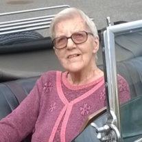 Ellen Rasmussen er 99 år. Legen og nysgerrigheden efter at prøve nyt, og dét at sige ja tak til livets muligheder, når de byder sig til, har været med til at holde hende i gang. Hun er taknemlig for sit liv og glæder sig til snart at møde Jesus på den anden side.