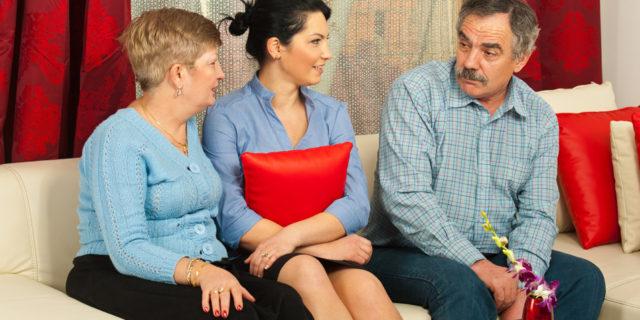 Set med dine forældres øjne handler det måske om at skabe balance mellem jer: Du har et velfungerende liv, og de hjælper din bror med at få sit liv til at fungere.