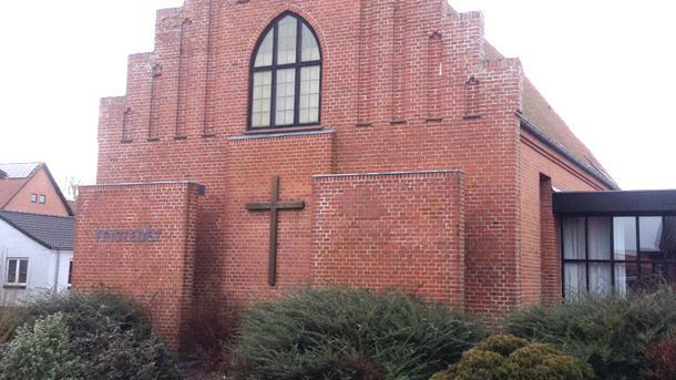 """Kirkebygningen i Brovst - """"Fristedet"""" fungerer nu som mødested for Guds folk."""