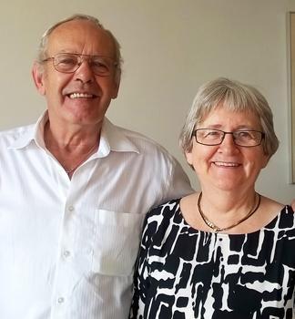 Anni og Kjeld Sommer missionerer blandt asylansøgere. De har haft op mod 80 asylansøgere til møder i deres hjem.