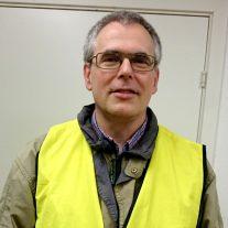Simon Mads Svarre bager brød og beder bønner for borgere i Taastrup.